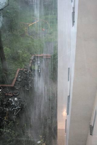 Foto vom herabrauschenden Regen