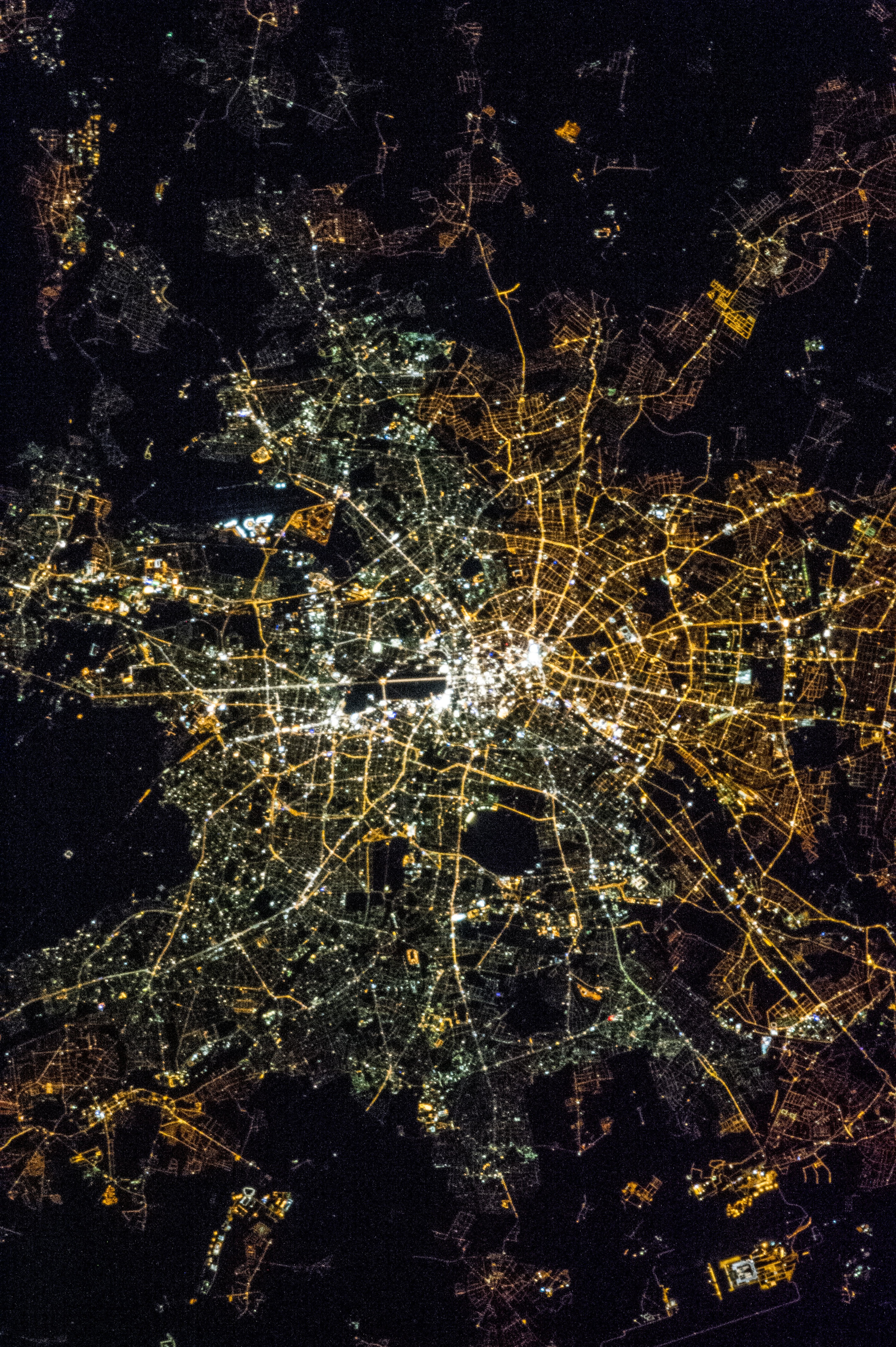 light pollution and nighttime aerial photos from berlin. Black Bedroom Furniture Sets. Home Design Ideas