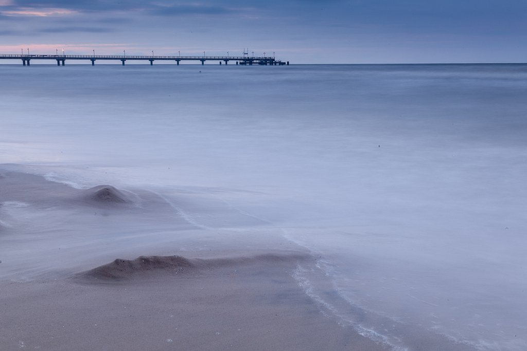 Seebrücke im Sturm